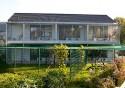Rückansicht mit Balkonen und Gartenfreilauf